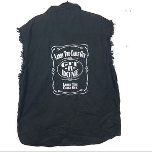LARRY THE CABLE GUY black button up top C7